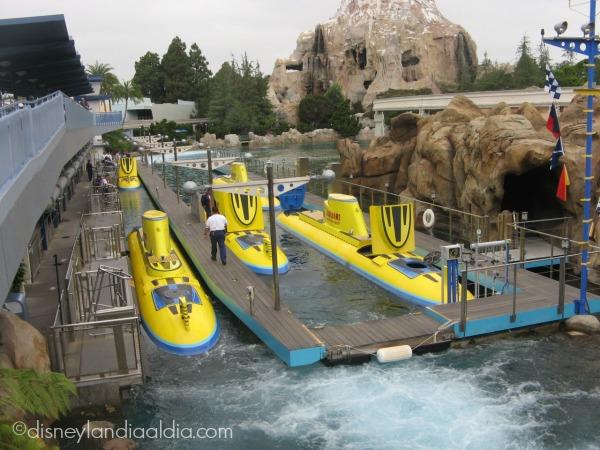 Finding Nemo Submarine Voyage en Disneylandia