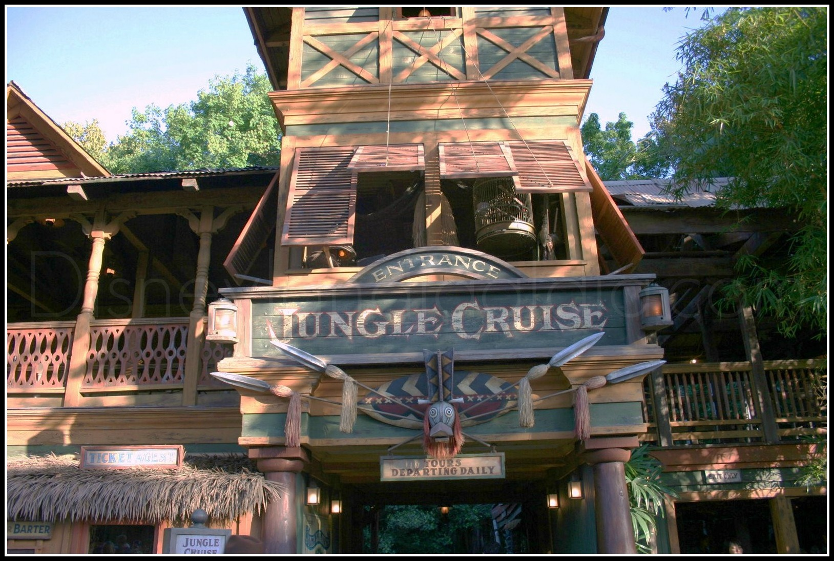Fachada de Jungle Cruise - disneylandiaaldia.com