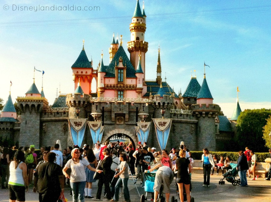 Castillo Disneylandia  Disneylandia Al Día