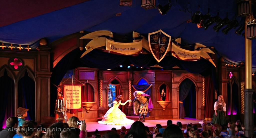 La Bella y la Bestia en el Royal Theater en Fantasy Faire
