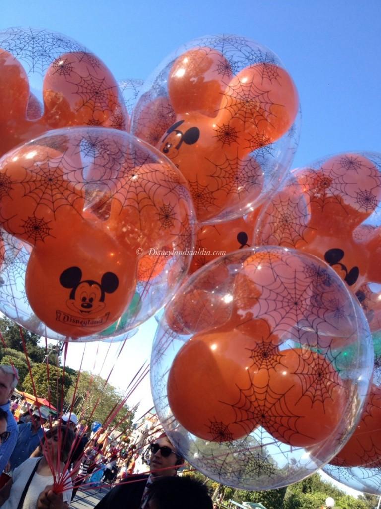 Globos de Halloween en Disneylandia