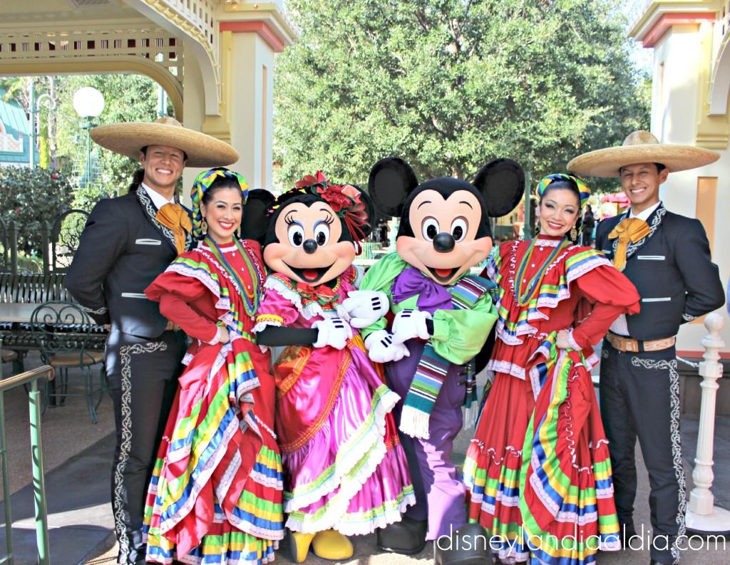Dia de Reyes en disneylandia Mickey y Minnie