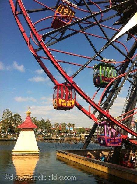 Entrada de la rueda de la fortuna de Mickey - old.disneylandiaaldia.com