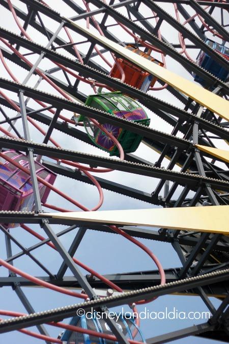 gondolas de la rueda de la fortuna de Mickey - old.disneylandiaaldia.com