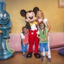 Mira quien vino al Reino Mágico – Aracely Arámbula en Disneylandia