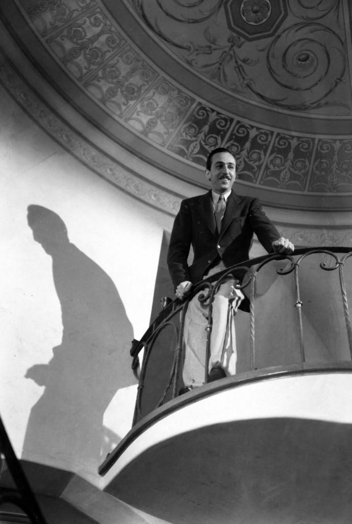 Walt Disney en la Escalera de su casa en Los Felíz, Los Angeles CA