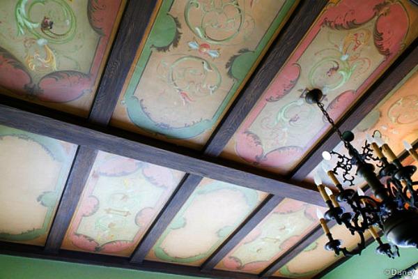 Detalle del mural del comedor de la casa de Walt Disney