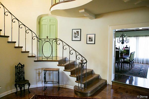 Escalera de la casa de Walt Disney