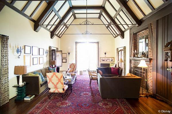 Sala de estar de la casa de Walt Disney en Los Angeles
