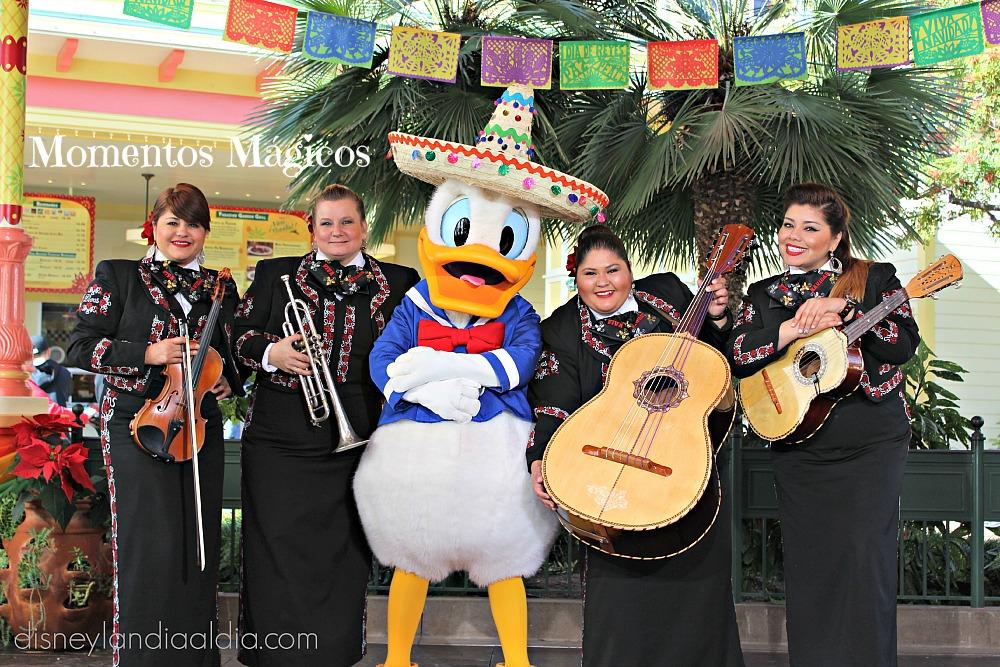 Mariachi Divas y el Pato Donald en Disneylandia
