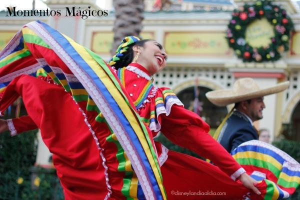 Bailarina de Danza Folklórica de Disney Viva Navidad