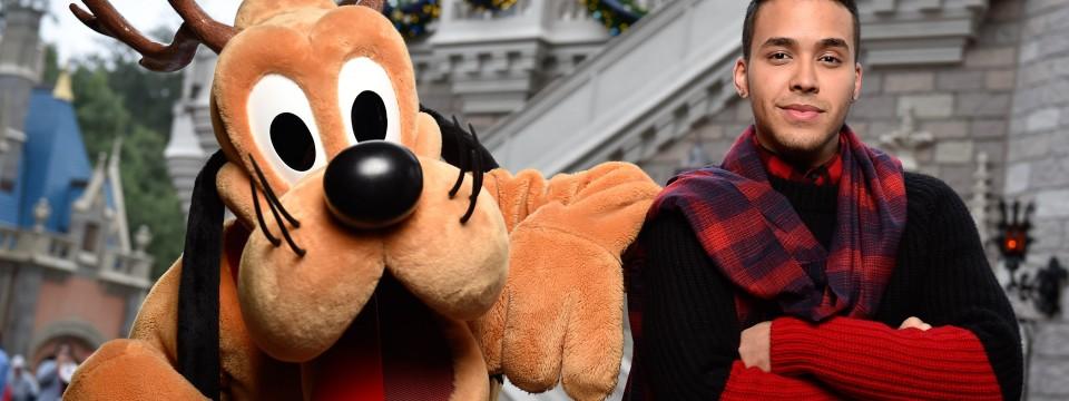 Mira quien vino al Reino Mágico – Prince Royce en el Show Navideño de Disney