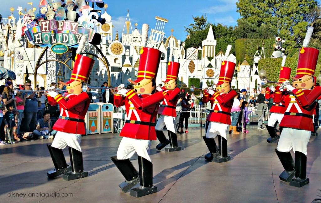 desfile-soldados-navidad-disneylandia