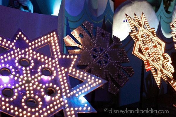 copos de nieve en it's a small world holiday