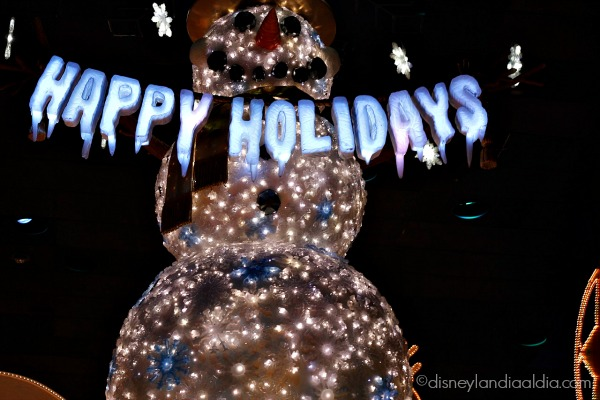 muñeco de nieve de it's a small world holiday en Disneylandia