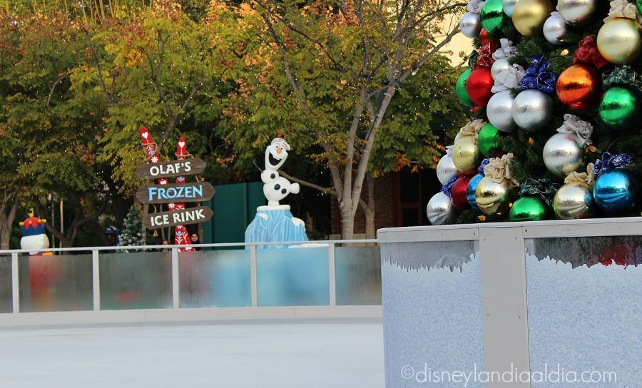 La Pista de Patinaje de Olaf en Disney Downtown - Disneylandia
