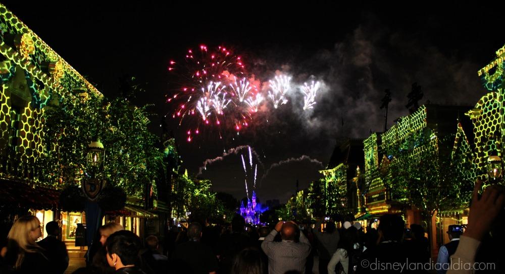 Escena de Disneyland Forever - Colmena - old.disneylandiaaldia.com