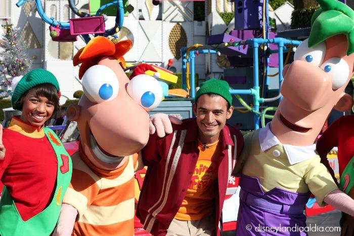 Phineas y Ferb en Disneylandia - disneylandiaaldia.com