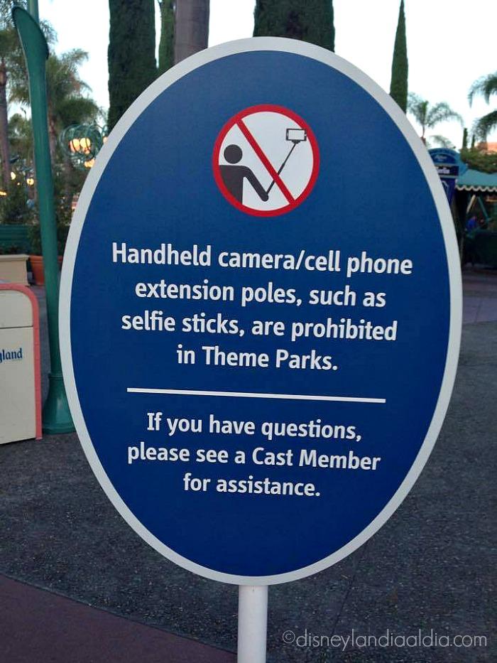 Se prohibe el uso de selfie sticks en Disneylandia - old.disneylandiaaldia.com