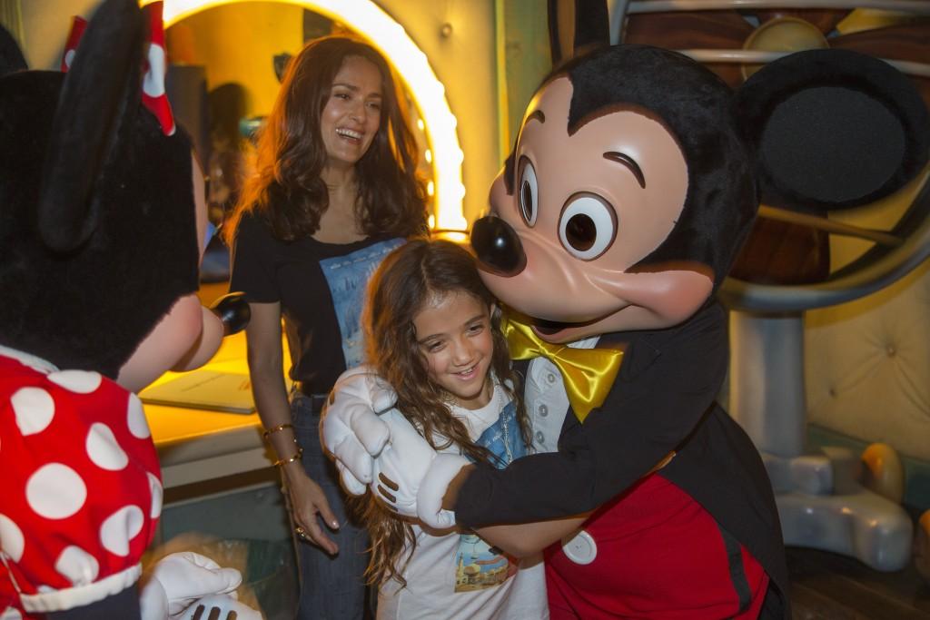 Mira quien vino a Disneylandia ~ Salma Hayek y Valentina
