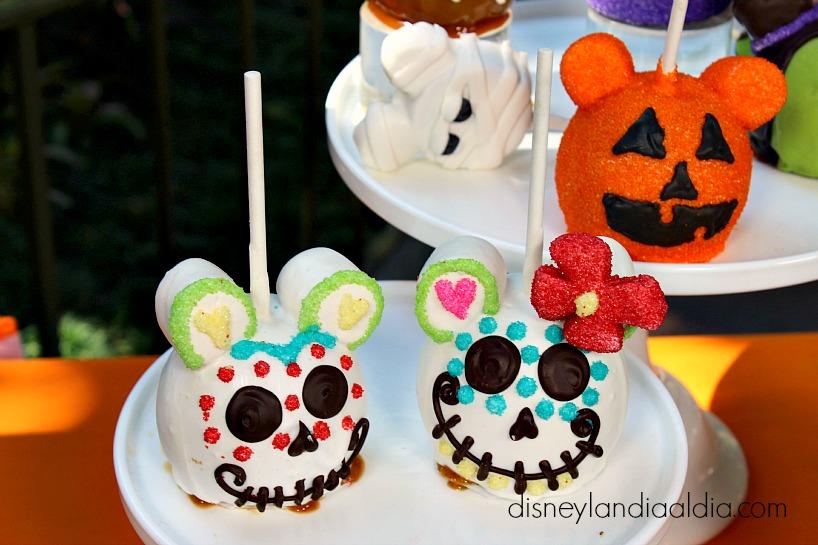 Manzanas en forma de calaveritas de dulce en Disneylandia - old.disneylandiaaldia.com