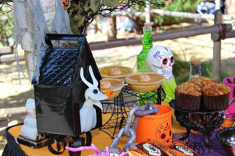 Calabazas y golosinas de Disneylandia en Halloween - old.disneylandiaaldia.com