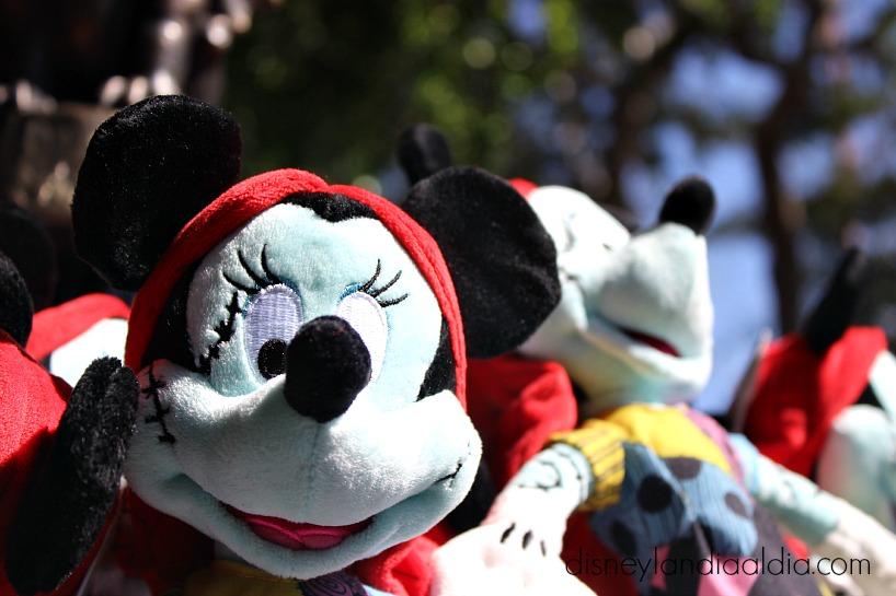 Mickey y Minnie de peluche en Disneylandia