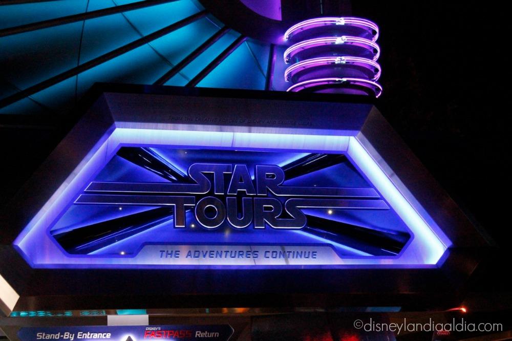 Star Tours de noche en Tomorrowland - disneylandiaaldia.com