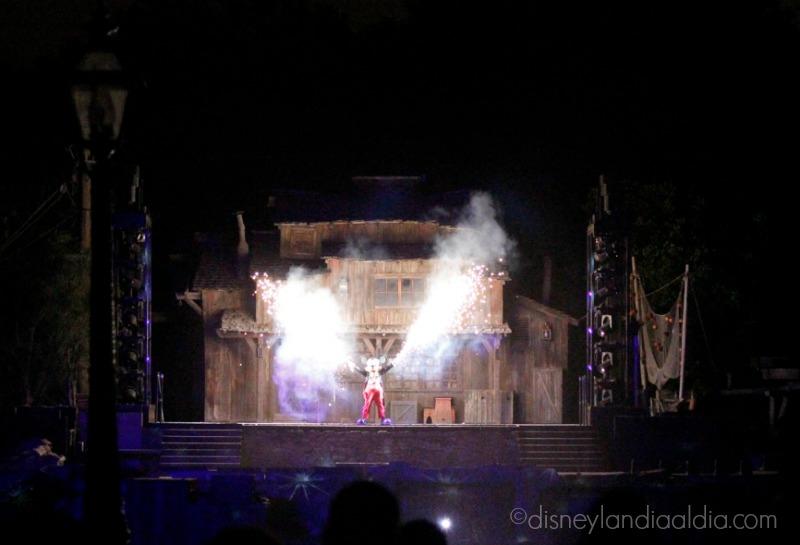 Mickey en Fantasmic en Disneylandia - disneylandiaaldia.com
