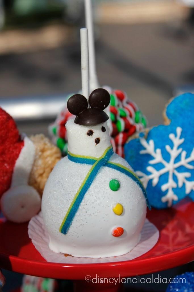 manzana de muñeco de nieve con orejitas de Mickey - disneylandiaaldia.com