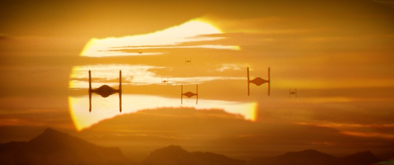 Escena de Star Wars the Force Awakens - disneylandiaaldia.com