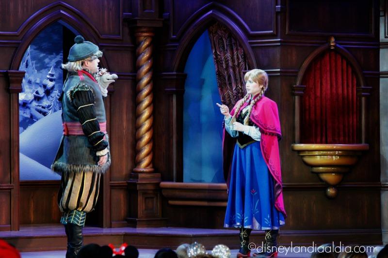 Kristoff y Ana en Fantasy Fair en Disneylandia