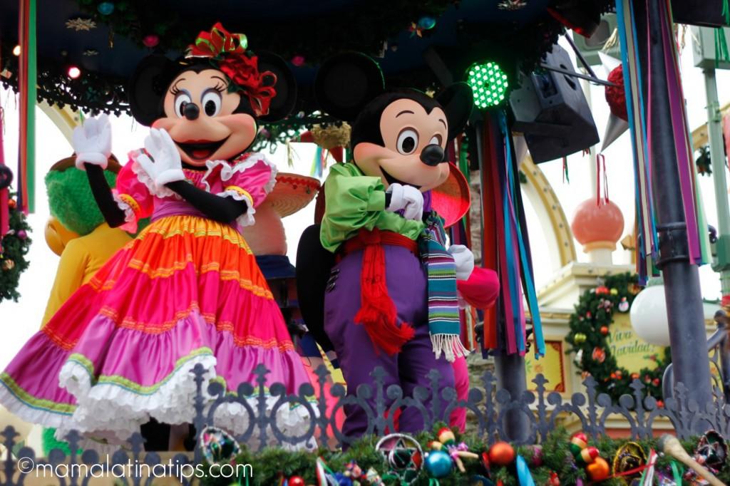 Mickey y Minnie en trajes folklóricos mexicanos - disneylandiaaldia.com