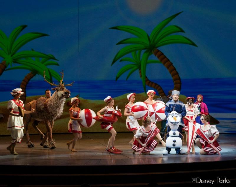 """Olaf cantando """"El Verano"""" en la obra Frozen - Live at the Hyerion - disneylandiaaldia.com"""