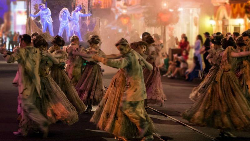 Nuevo Desfile Frightfully Fun Parade en Disneylandia