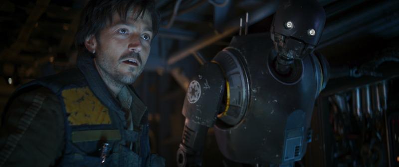 Capitán Cassian Andor y K-2SO en Rogue One - disneylandialdia.com