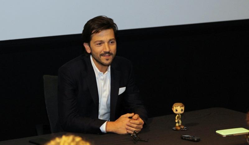Diego Luna es Capitán Cassian Andor en Rogue One - disneylandiaaldia.com