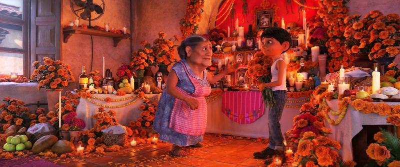 Escena de Disney Pixar Coco con Miguel y su abuelita
