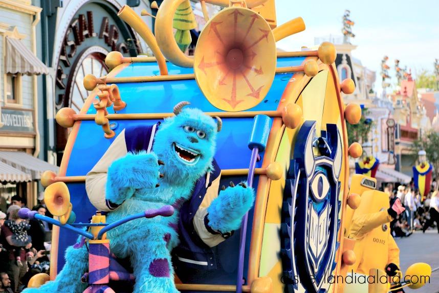 Sulley en Pixar Play Parade en Disneylandia