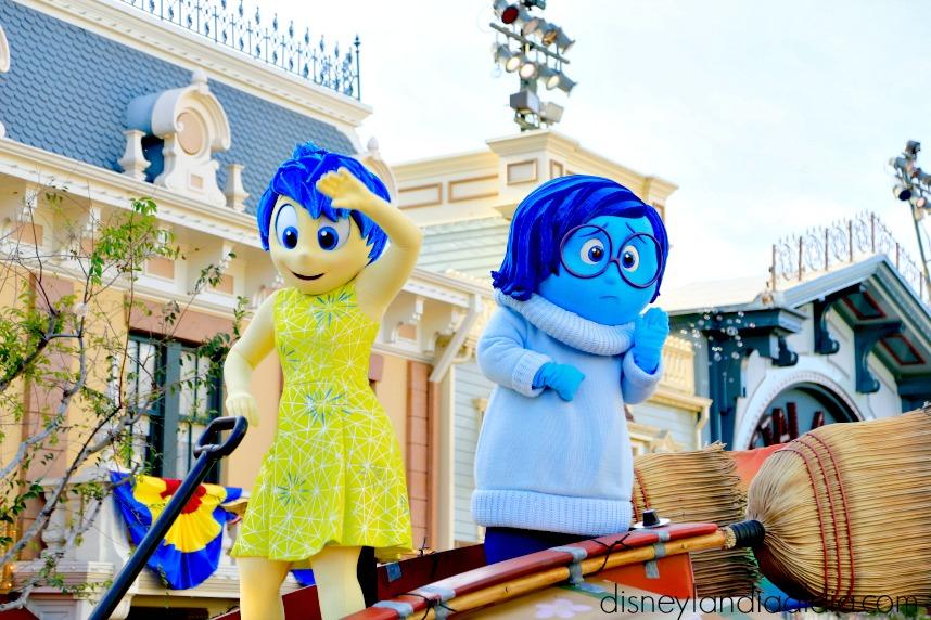 alegria y tristeza en pixar play parade