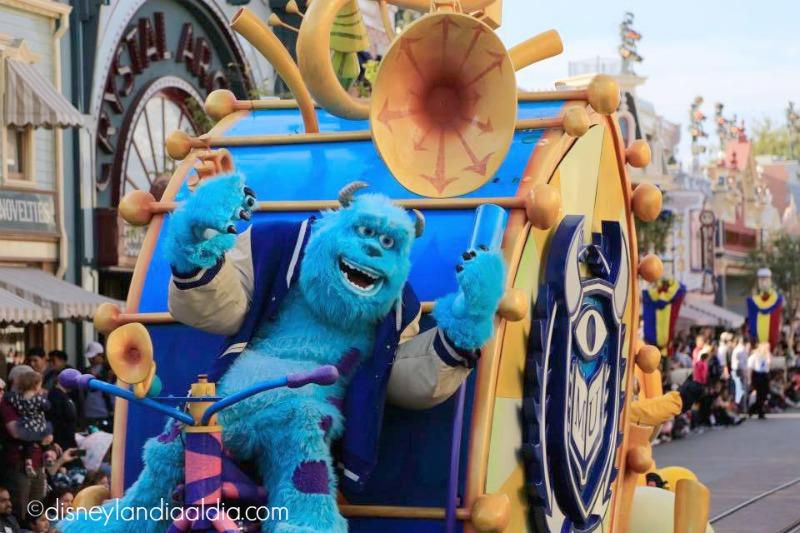 Sully en Pixar Play Parade en Disneylandia