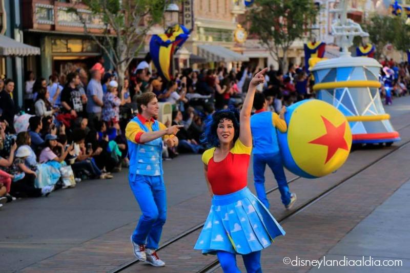 Pixar Play Parade en Disneylandia