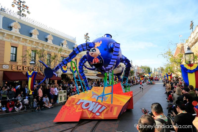 Jack Jack con fuego en el Pixar Play Parade