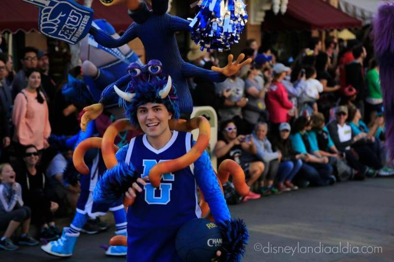 Bailarin de Monsters Inc Pixar Play Parade
