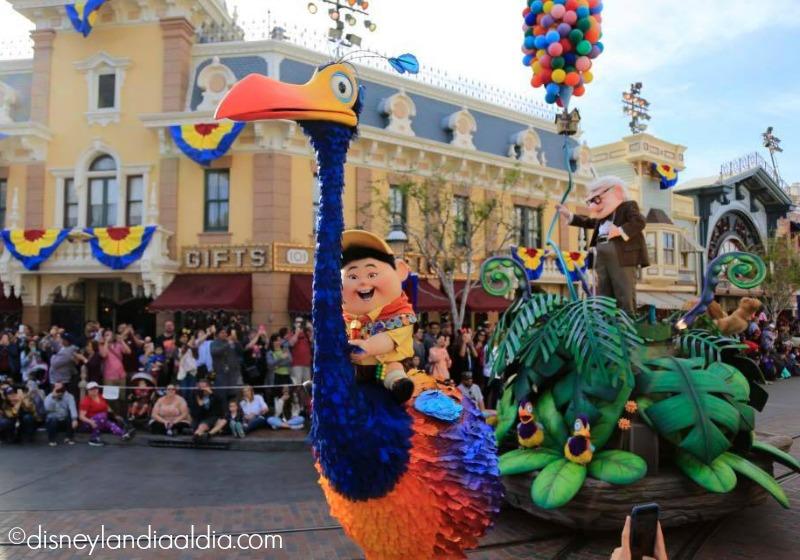 Carro alegórico de Up en el Pixar Play Parade