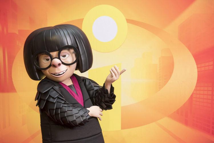 Saluda a Edna Moda en Persona