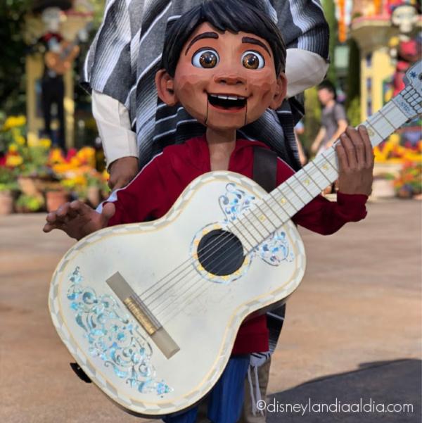 Títere de Miguel en Plaza de la Familia