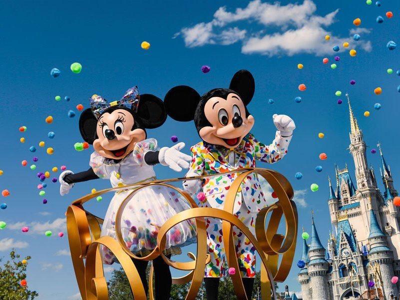 Los Nuevos Trajes de Mickey y Minnie