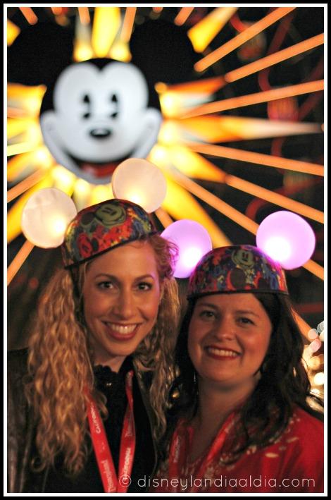 Jeannette Kaplun y Silvia Martinez con orejitas de Mickey