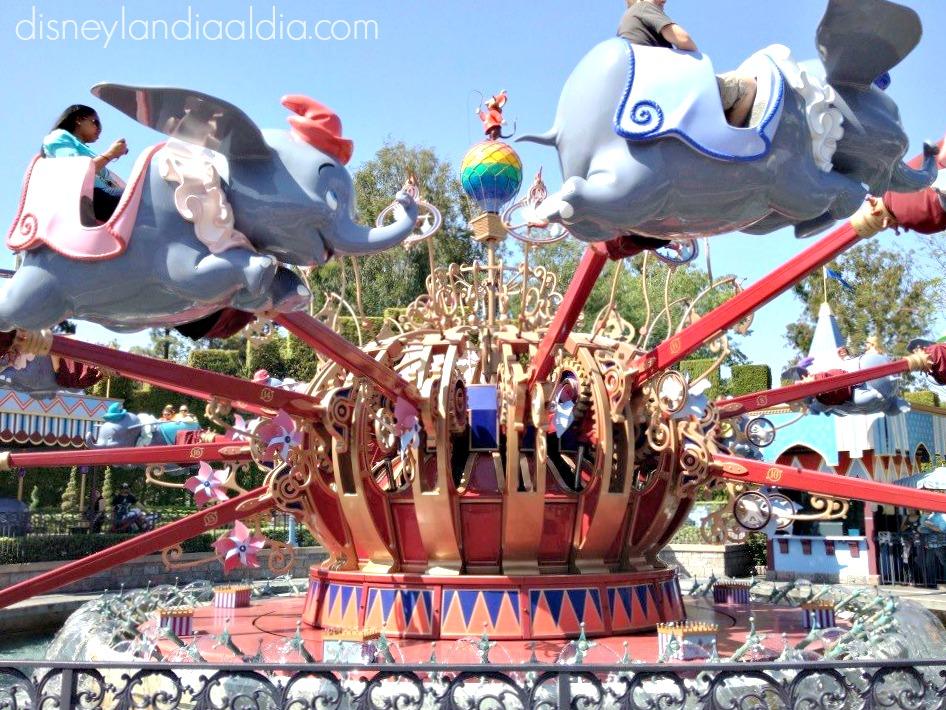 Celebrando un Hermoso Día de las Madres en Disneylandia - Disneylandiaaldia.com